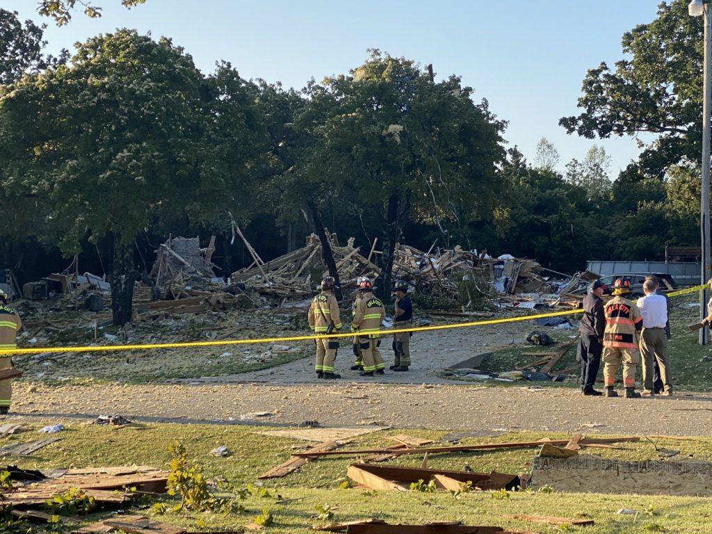 Gran explosión en una casa. 1 persona ha muerto, otras 3 están heridas. Esto está en NE 139th st. en el area metropólitana de Oklahoma City